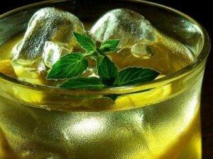 Рецепт Бодрящий коктейль из зеленого чая (фото)