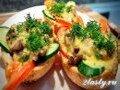 Фото Горячие бутерброды с грибами и сыром