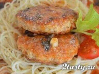 Рецепт Спагетти с котлетами под белым соусом (фото)
