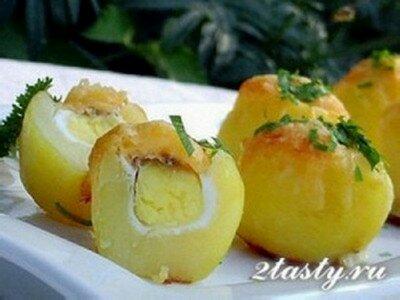 Фото: Картофель запеченный, с сюрпризом из перепелиных яиц