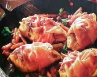 Фото: Куриное филе, завернутое в бекон тушеное с овощами