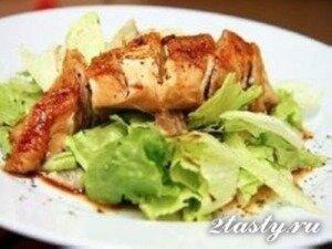 Фото: Куриная грудка с лаймом и зеленым салатом в соевом соусе