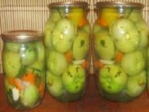 Фото: Квашеные зеленые помидоры в банках
