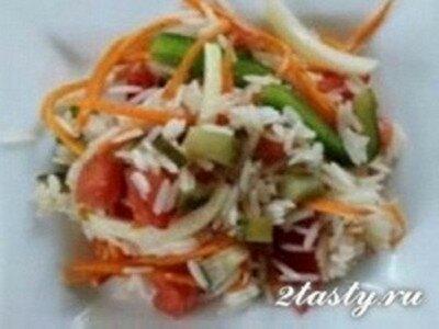 Рецепт Легкий постный салат из риса и овощей (фото)