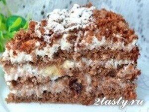 Фото: Медовый тортик со сметанным кремом, бананами и черносливом