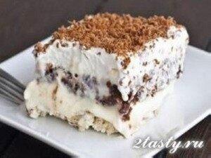 Фото: Ореховый десерт со сливочным кремом и шоколадным пудингом