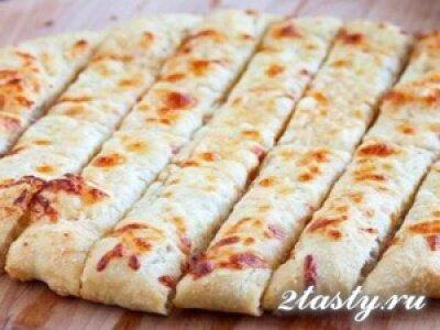 Рецепт Пикантные палочки с сыром и чесноком (фото)