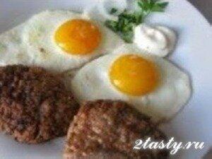 Фото: Бифштекс рубленный с яйцом