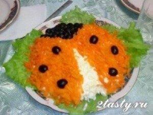 Рецепт Салат из сайры с плавленным сыром и овощами (фото)