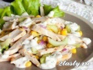 Рецепт Салат из жаренной курицы с кукурузой и йогуртом (фото)