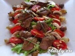 Рецепт Салат из куриной печени с помидорами и маринованными грибами (фото)