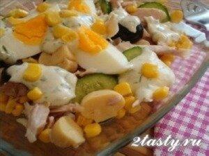 Рецепт Салат с курицей грибами и кукурузой (фото)