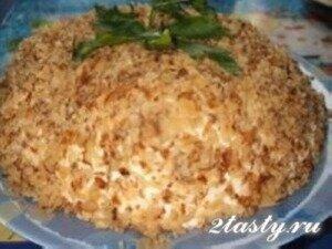 Фото: Салат «Любовница» с сыром и черносливом