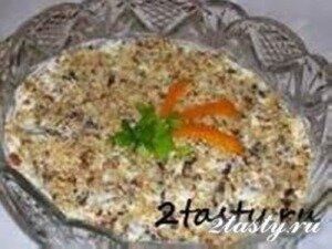 Фото: Салат из курицы с черносливом