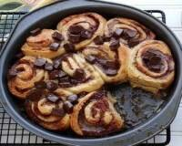 Фото: Сдобные булочки с корицей и орехами