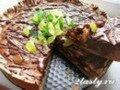 Фото Торт шоколадный с орехами и виноградом