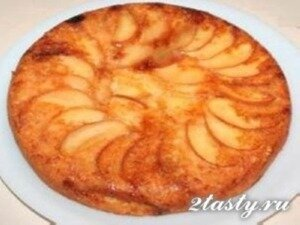 Рецепт Шарлотка из творога и яблок с манкой (фото)