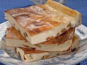 Рецепт Творожная запеканка с манкой и изюмом (фото)