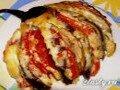 Веер из баклажанов с помидорами и беконом